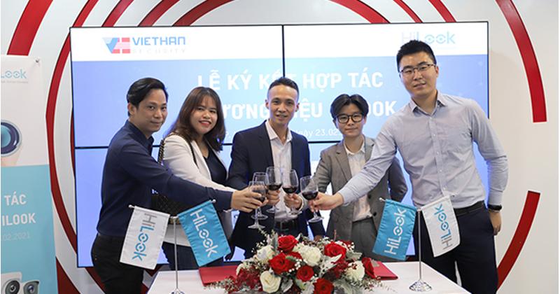 Lễ ký kết hợp tác với công ty Việt Hàn là nhà nhập khẩu và phân phối camera Hilook